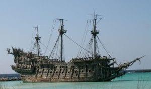 Pirati dei caraibi La maledizione del forziere fantasma olandese volante curiosity movie